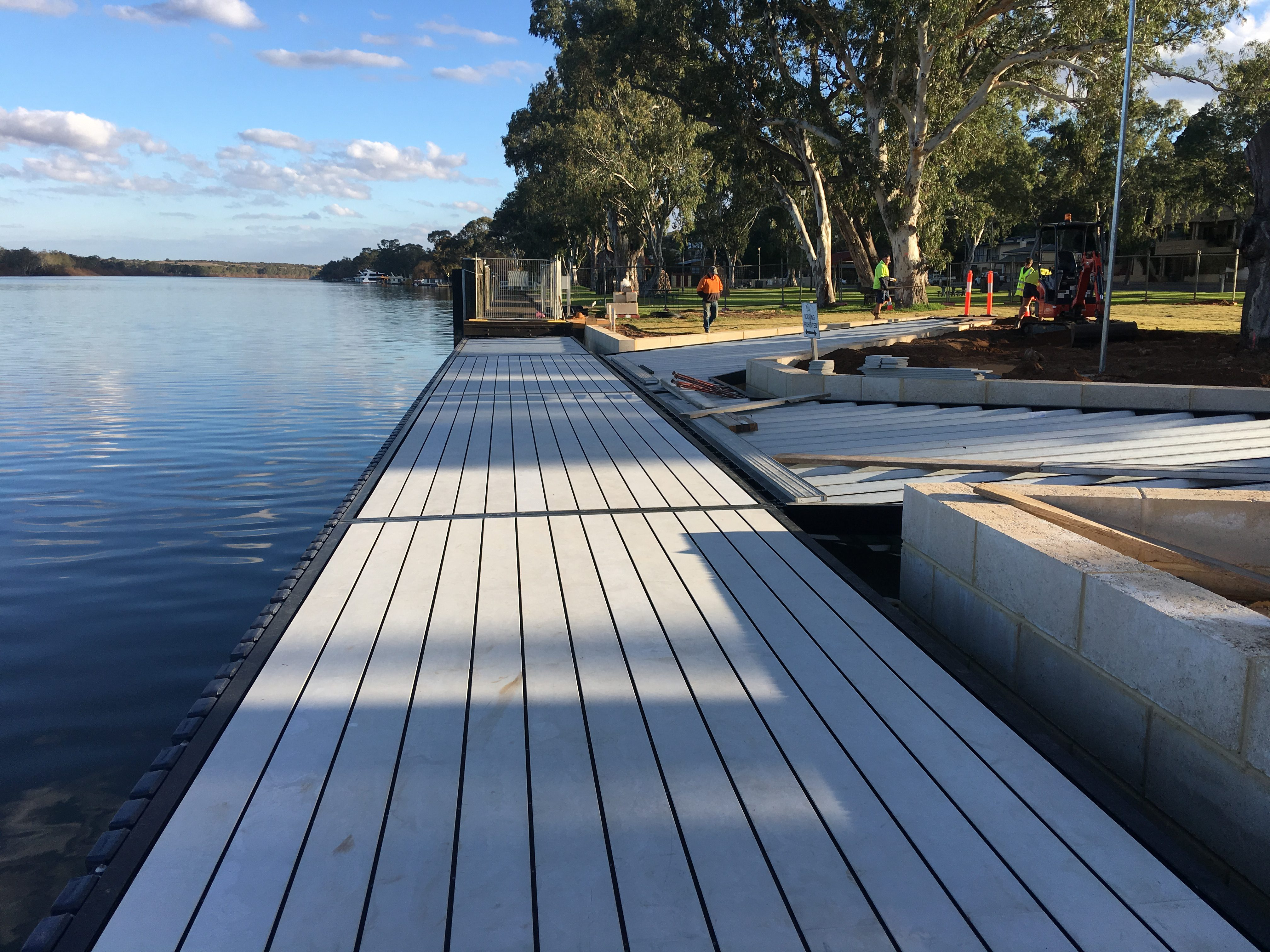 923 MMC Rowing club floating wharf